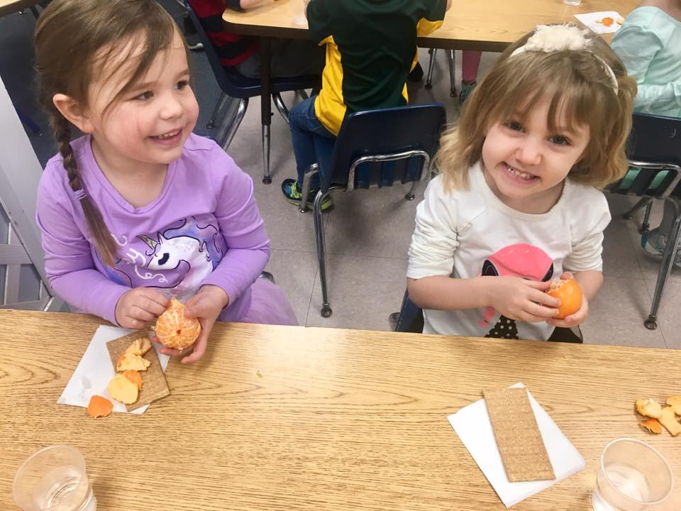 kids eating healthy at a Preschool & Daycare Serving Carmel, Indiana